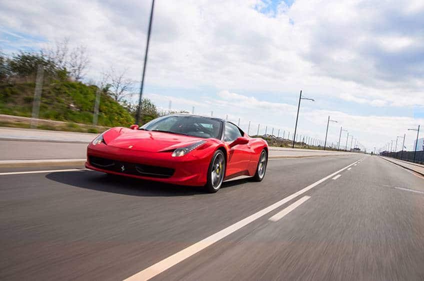 Kør Ferrari på gade